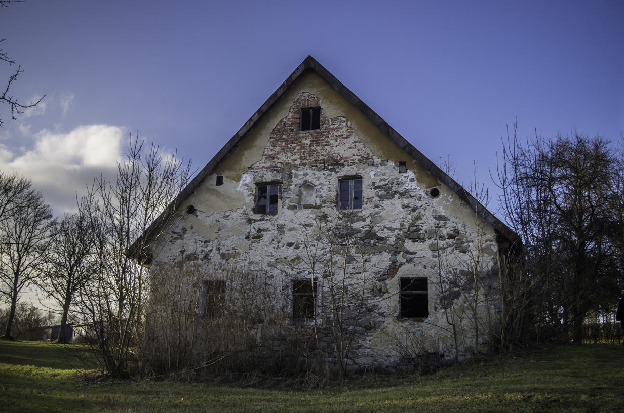 Verlassener Bauernhof mitten in Miesbrunn
